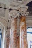 Decoraciones antiguas en la sinagoga imagenes de archivo