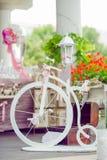 Decoraciones blancas y rosadas de la boda Imagen de archivo libre de regalías