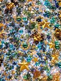 Decoraciones brillantes y coloridas del árbol de navidad Imagen de archivo libre de regalías