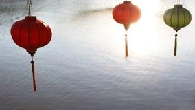 Decoraciones chinas del Año Nuevo de las linternas que cuelgan el abov Imágenes de archivo libres de regalías