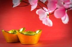 Decoraciones chinas del Año Nuevo en fondo rojo Fotos de archivo