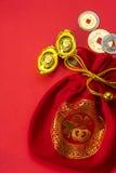 Decoraciones chinas del Año Nuevo y ornamentos propicios en el CCB rojo Imágenes de archivo libres de regalías