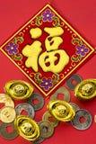 Decoraciones chinas del Año Nuevo y ornamentos propicios en el CCB rojo Fotografía de archivo libre de regalías