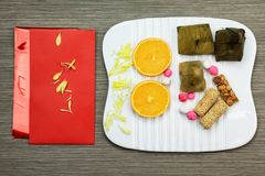 Decoraciones chinas del festival del Año Nuevo, prisionero de guerra del ANG o paquete rojo fotografía de archivo