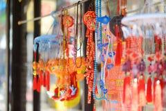 Decoraciones chinas rojas en Chinatown en Nueva York Imagenes de archivo