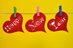 Decoraciones colgantes coloridas del corazón de la Feliz Año Nuevo Imagen de archivo