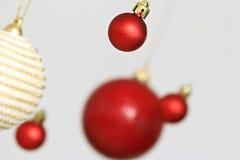 Decoraciones coloridas de las bolas de la Navidad Imagen de archivo libre de regalías