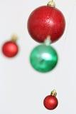 Decoraciones coloridas de las bolas de la Navidad Imagenes de archivo