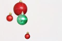 Decoraciones coloridas de las bolas de la Navidad Foto de archivo