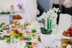 Decoraciones con las flores, decoraciones de la boda Fotografía de archivo libre de regalías