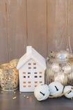 Decoraciones de Cristmas y casa del invierno Fotos de archivo