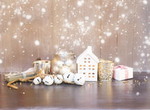 Decoraciones de Cristmas y casa del invierno Fotografía de archivo