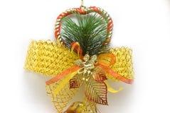 Decoraciones de la alarma de la Navidad con los fondos blancos foto de archivo libre de regalías