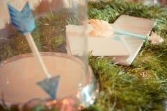 Decoraciones de la boda Flechas del amor Fotos de archivo libres de regalías