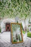 Decoraciones de la boda para el pasillo imágenes de archivo libres de regalías
