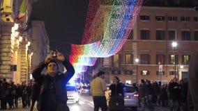 Decoraciones de la calle de la Navidad en Roma almacen de metraje de vídeo