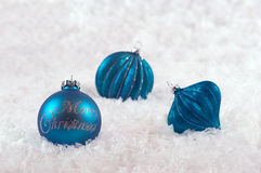 Decoraciones de la Navidad con el azul de la nieve Fotografía de archivo libre de regalías