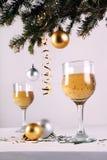 Decoraciones de la Navidad con la bebida Imagen de archivo libre de regalías