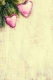 Decoraciones de la Navidad con la rama y la decoración de árbol de abeto en Fotografía de archivo libre de regalías