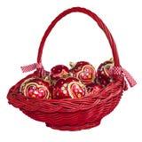 Decoraciones de la Navidad con las bolas en cesta Fotos de archivo
