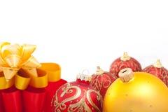 Decoraciones de la Navidad con las cintas Fotos de archivo libres de regalías