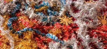 Decoraciones de la Navidad con las estrellas de oro que esperan el cometa Imagen de archivo