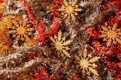 Decoraciones de la Navidad con las estrellas de oro que esperan el cometa Fotos de archivo