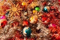 Decoraciones de la Navidad con las estrellas de oro que esperan el cometa Imagenes de archivo