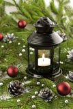 Decoraciones de la Navidad con las velas y las chucherías de la Navidad Fotos de archivo libres de regalías