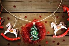 Decoraciones de la Navidad con los caballos del juguete Fotografía de archivo