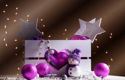 Decoraciones de la Navidad con los juguetes en caja Fotografía de archivo
