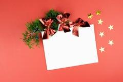 Decoraciones de la Navidad Copie el espacio Color del año 2019 - coral vivo imagen de archivo libre de regalías