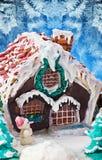 Decoraciones de la Navidad de la casa de pan de jengibre para el día de fiesta Fotos de archivo libres de regalías
