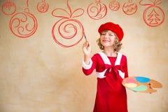 Decoraciones de la Navidad de la pintura del niño Fotos de archivo libres de regalías