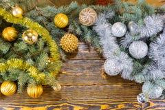Decoraciones de la Navidad del oro y de la plata Imagen de archivo