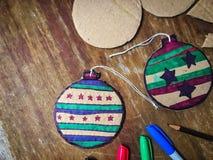 Decoraciones de la Navidad de DIY del papel de la cartulina Imagen de archivo libre de regalías