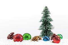 Decoraciones de la Navidad en el fondo blanco fotografía de archivo