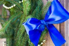 Decoraciones de la Navidad en el fondo del abeto Foto de archivo libre de regalías