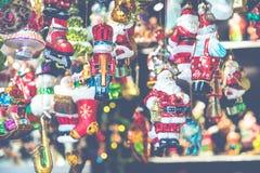 Decoraciones de la Navidad en el mercado en Berlín, Alemania Imagenes de archivo