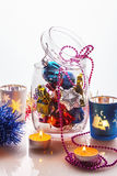 Decoraciones de la Navidad en el tarro de cristal Fotografía de archivo libre de regalías