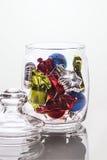 Decoraciones de la Navidad en el tarro de cristal Fotos de archivo