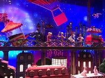 Decoraciones de la Navidad en el vitrine de las ventanas de Galeries Lafayet Fotografía de archivo libre de regalías