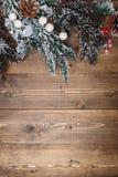 Decoraciones de la Navidad en fondo de madera Fotografía de archivo libre de regalías