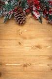Decoraciones de la Navidad en fondo de madera Foto de archivo