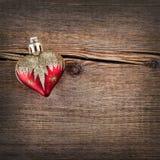 Decoraciones de la Navidad en fondo de madera del vintage. Juguete del Año Nuevo Fotos de archivo libres de regalías