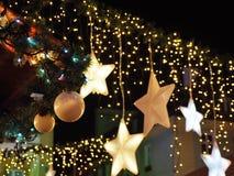 Decoraciones de la Navidad en la ciudad Fotografía de archivo libre de regalías