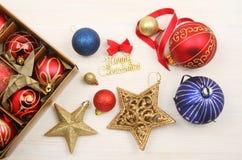 Decoraciones de la Navidad en la madera blanca Fotografía de archivo libre de regalías