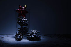 Decoraciones de la Navidad en la nieve Fotografía de archivo libre de regalías
