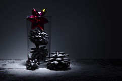 Decoraciones de la Navidad en la nieve Imagen de archivo libre de regalías