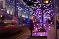 Decoraciones de la Navidad en las calles de Moscú Foto de archivo